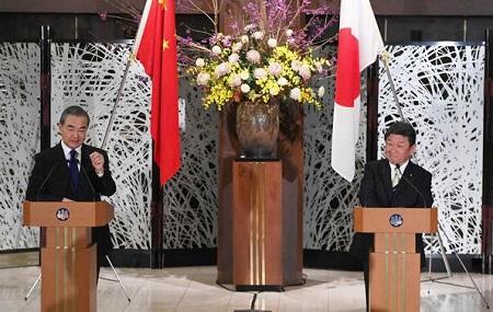 中国王毅外相と茂木外相との共同記者会見