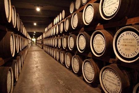 ウィスキー樽サントリー山崎工場