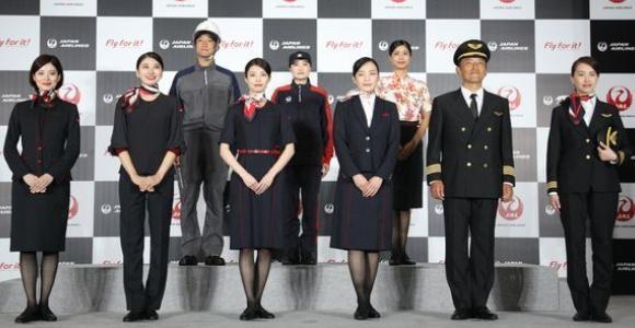 日本航空パンツスタイル