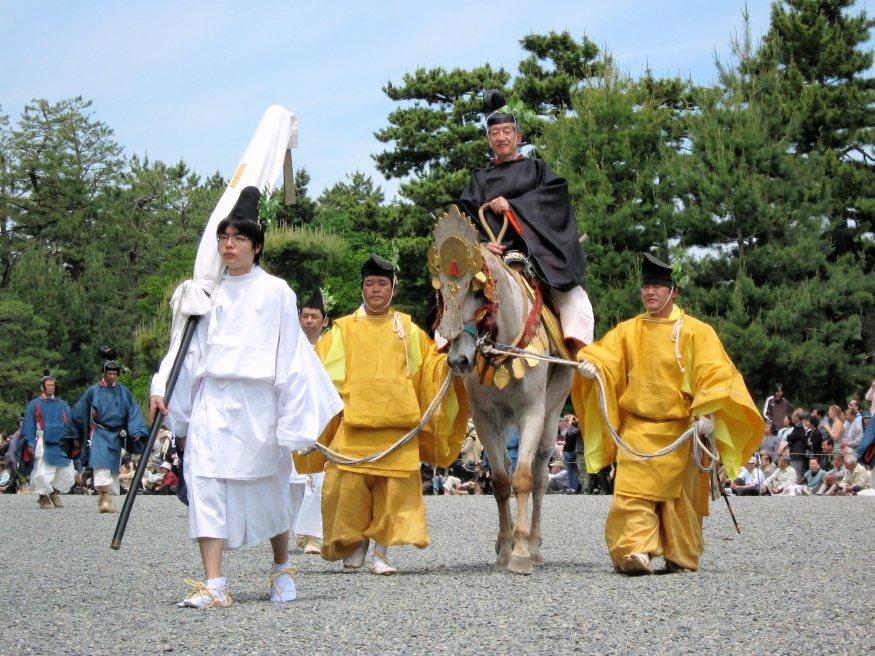 "A origem do termo ""terra do sol nascente"" - flickr yeowatzup aoi matsuri imperial palace kyoto japan 7"
