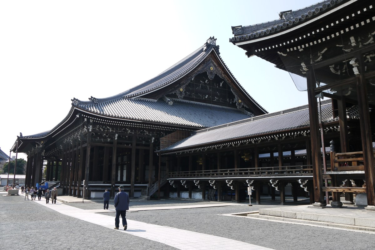 "A origem do termo ""Terra do Sol Nascente"" - Prayer halls and corridor in Nishi Hongwanji in Kyoto Japan 1"