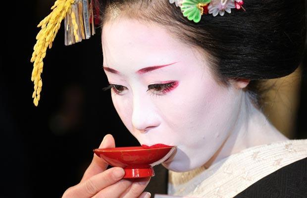 Paixões e estereótipos - coisas que descrevem os japoneses - sake japonesa geisha 6