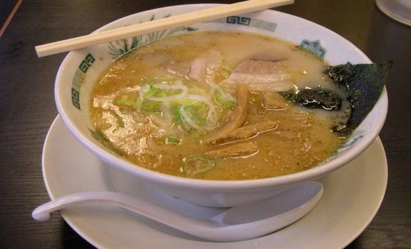 As 100 comidas japonesas mais populares do Japão - tonkotsu ramen 3
