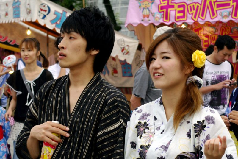 How to conquer and date a Japanese girl - tips and curiosities - people meeting 1