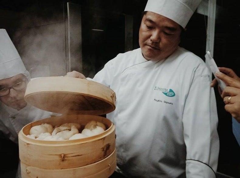 Nikuman - pão japonês recheado com carne, cozido a vapor