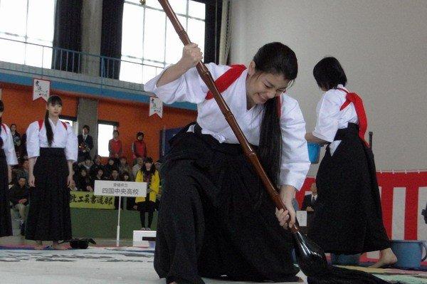 O que a educação japonesa tem a nos ensinar? - shodo garotas 2