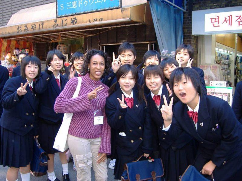1º de setembro, dia com maior índice de suicídio entre adolescentes japoneses. - nalty japanese students 2
