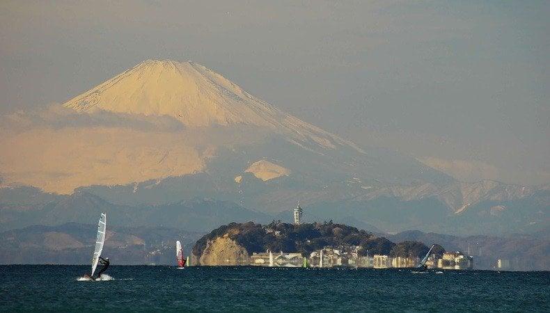 Os melhores locais para ver o Monte Fuji - giant fuji and enoshima 1406 7