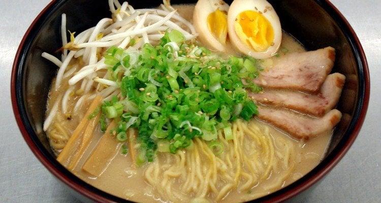 O perigo de comer ramen instantâneo e cup noodles