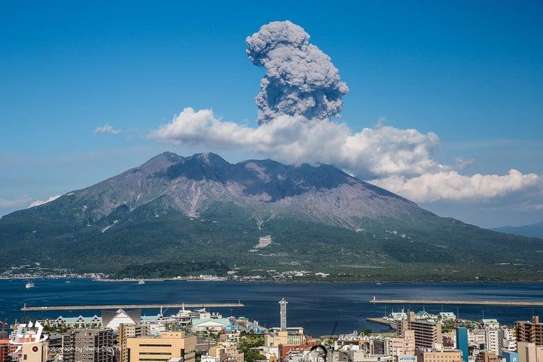 Os 5 Lugares mais perigosos do Japão - sakurajima vulcao 2