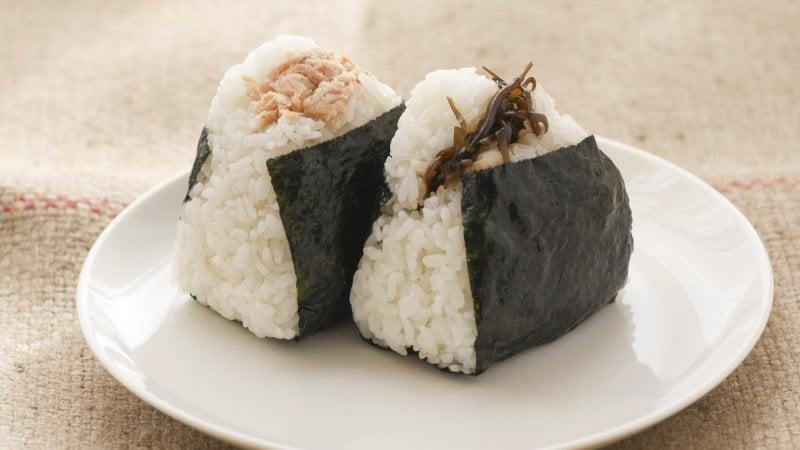 As 100 comidas japonesas mais populares do Japão - onigiri bolinho de arroz 11