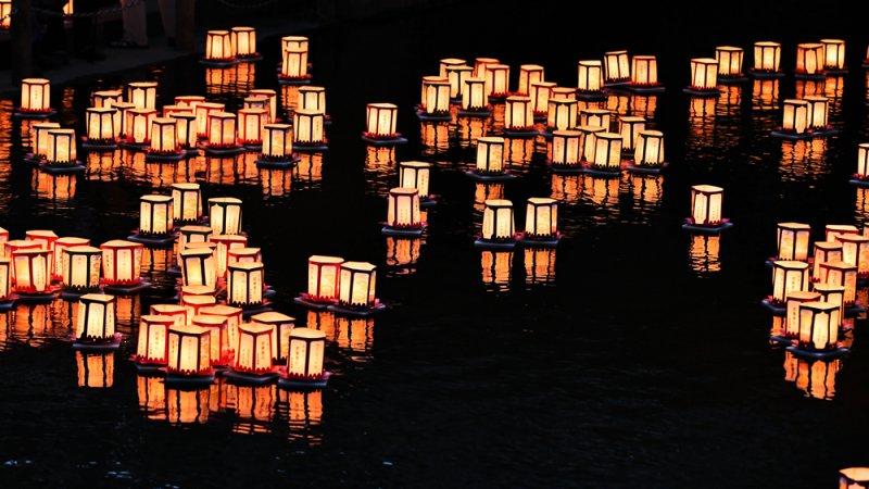 Tooro nagashi - festival das lanternas ao rio