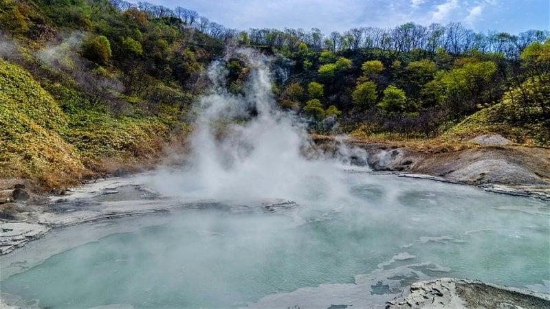 Visite uma fonte termal - 5 onsen para visitar no Japão - noboribetsu 6