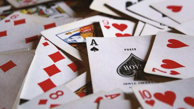 Cassinos e Poker: como o Japão e o Brasil veem esses mercados? - cartas baralho poker 4