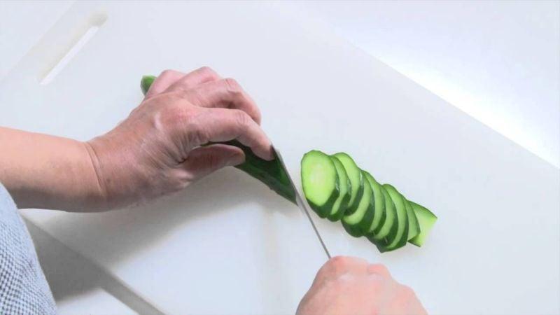 Japanese techniques for cutting food - nanamegiri