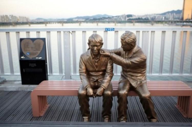 Suicídio na coreia do sul: o mal que atinge o k-pop - estatua suicidio