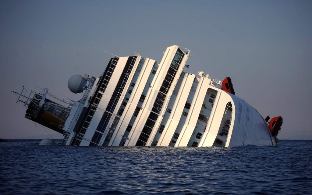 Costa-Concordia-sinking