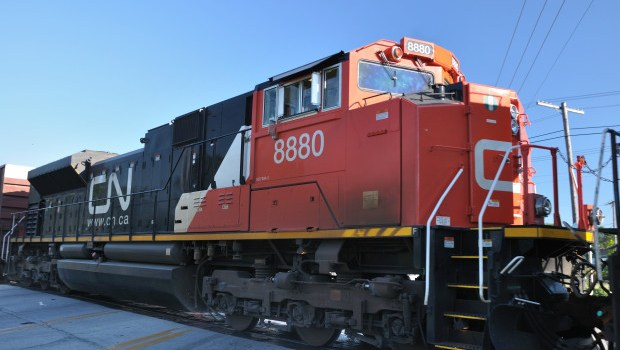 CN Rail threatens workers with lockout