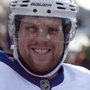 Islanders beat Leafs, Kessel talks trade rumours