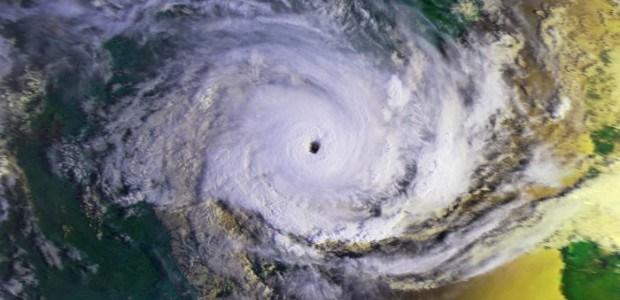 Cyclone slams island of Vanuata