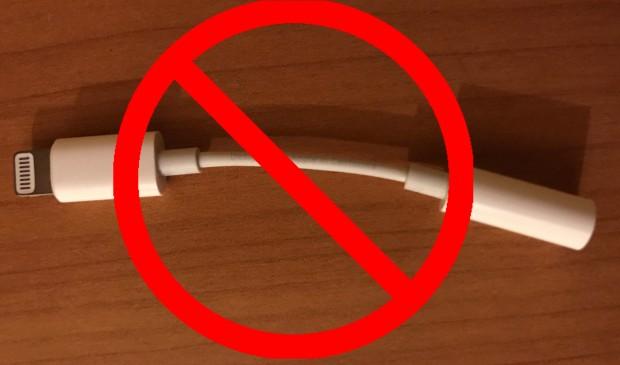 5 options to keep the headphone jack