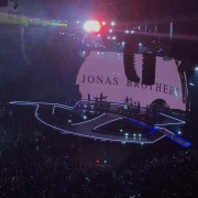 Jonas Brothers concert gives fans nostalgic feel