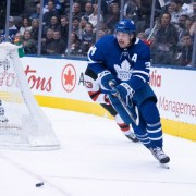Matthews' second hat trick ends Leafs' losing streak