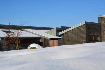 Et andet af landskabshusene der putter sig lidt i sneen