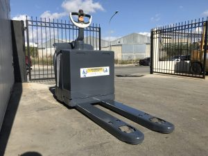 crown-WPS2330S-used-electric-pallet-truck-5A357698