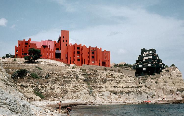 Muralla_Roja_Calpe_Spain_Ricardo_Bofill_Taller_Arquitectura_02