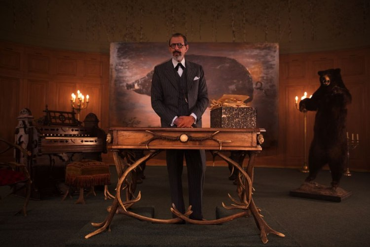 item2.rendition.slideshowWideHorizontal.grand-budapest-hotel-set-03-german-shop-jeff-goldblum
