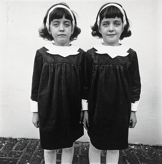diane-arbus-identical-twins1