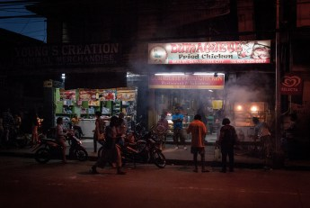 Just one of the countless food stalls you find at every corner. (Dumaguete, Philippines)