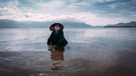 If you're not familiar with the working routines, you might misinterpret her posture. This women is searching and collecting crabs and mussels by burrowing the muddy ground with her hands and putting the haul into her pockets. Not an easy way to make your living… (Lang Co Lagoon, Vietnam)