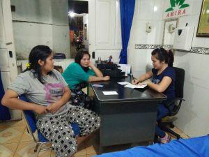 Tenaga Kesehatan (Nakes) RSA, Meilyanti solin, dengan pasien