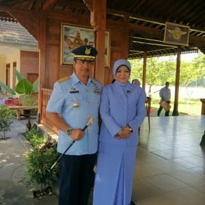 Komandan Lanud Adisutjipto Marsma TNI Imran Baidirus, SE bersama istri, sebelum melepas masa jabatan