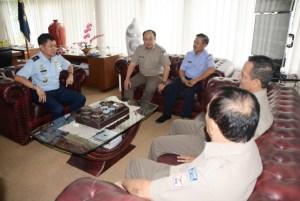 Komandan Pangkalan Udara Adisutjipto Marsekal Pertama TNIIr. Novyan Samyoga menerima kunjungan Ketua STTA dan YASAU di ruang kerja Komandan Lanud Adisutjipto, Jum'at (23/9).