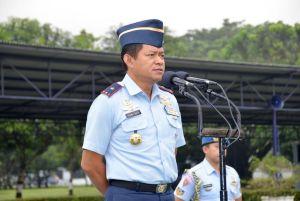 Komandan Pangkalan TNI AU Adisutjipto Marsekal Pertama TNI Ir. Novyan Samyoga, M.M saat memberikan pengarahan pada Apel Khusus di Lapangan Jupiter, Senin (13/2). (Dok. Pentak Lanud Adisutjipto)