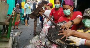 Ayo Bangkit Untuk Kembali Hidup Normal, Warga Menteng Bersihkan Pasca Kebakaran