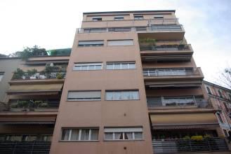 amplios espacios de ventanas y balcones