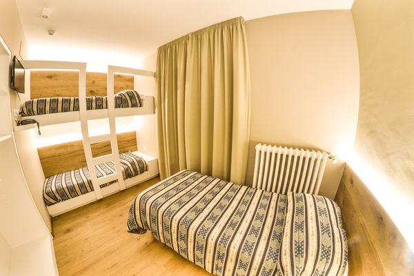 Grand Hotel Europa superior room with bunk beds