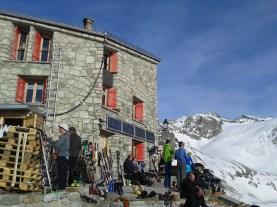 La Cabane des Dix (2928 m.)