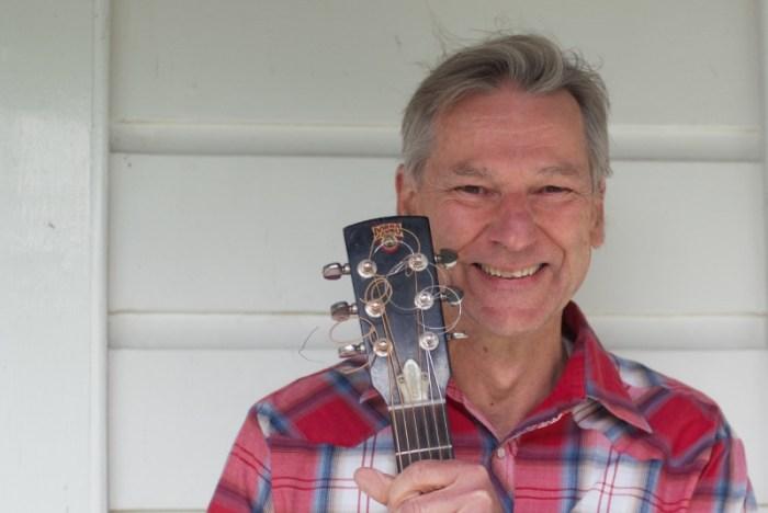 Pete Parnham: Vocals, Dobro, guitar