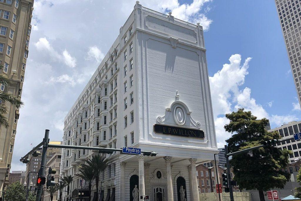 1280px New Orleans Poydras Street IMG 3160 Le Pavillon Hotel e1610657762684