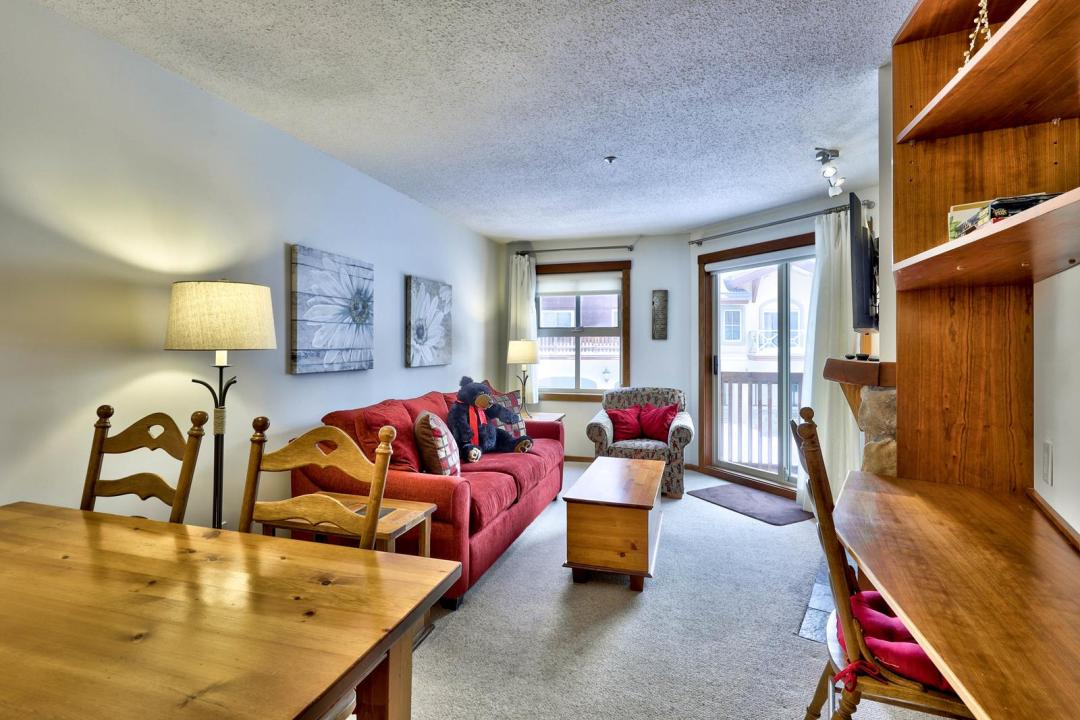Fireside Lodge 1 Bedroom Unit #214 LR