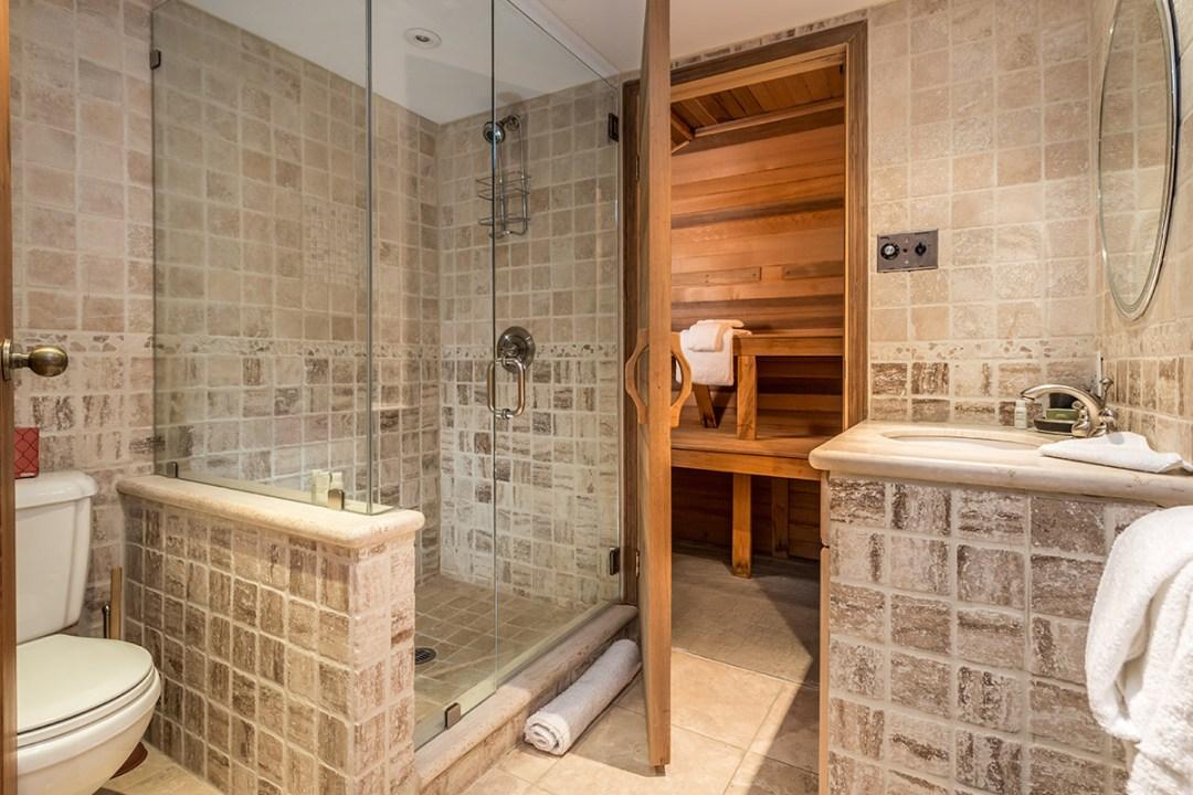 25 Northern Lights Whistler Bathroom