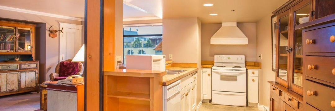 306-Whistler-Accommodation-Full-Kitchen-Fridge-Stove-Oven-Microwave