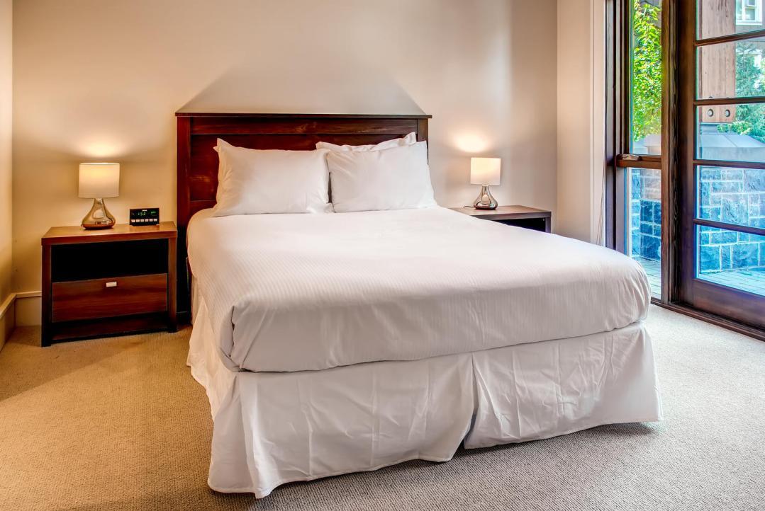 4 Bedroom Fitzsimmons Walk Whistler Luxury Rental (47)