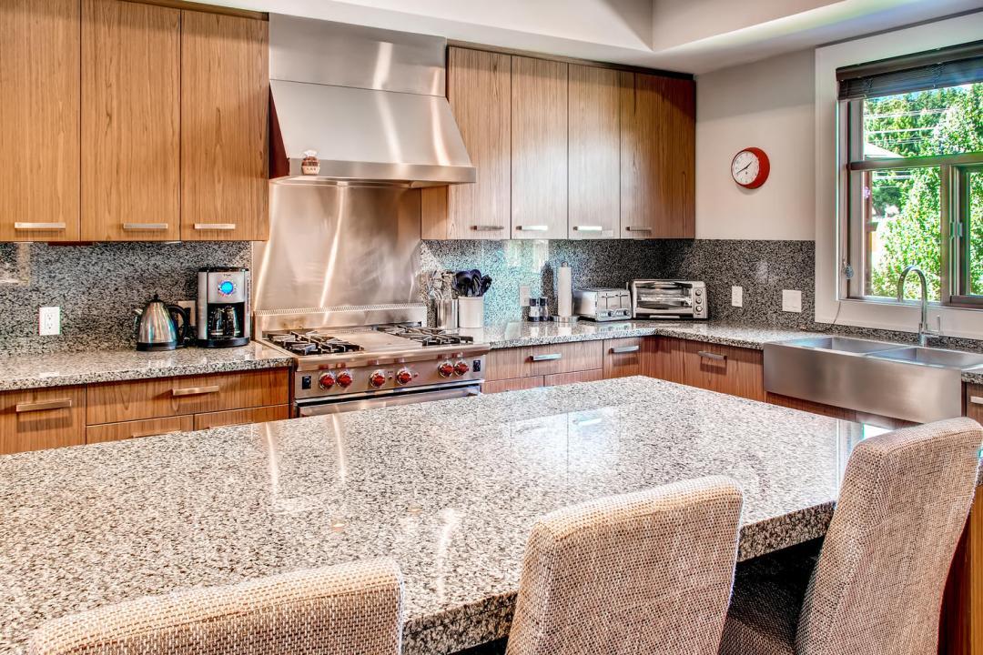 4 Bedroom Fitzsimmons Walk Whistler Luxury Rental (49)