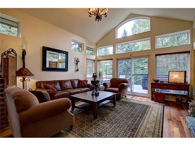 4 Bedroom Long Term Rental Whistler Living Room